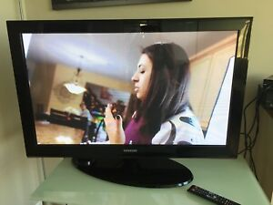 "Moving sale 42 "" Samsung TV+glass table"