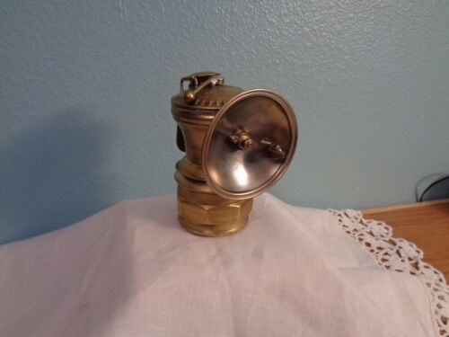 ANTIQUE CARBIDE MINERS LAMP AUTO LITE UNIVERSAL LAMP CO. CHICAGO USA