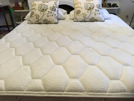 Kingsize ensemble bed: