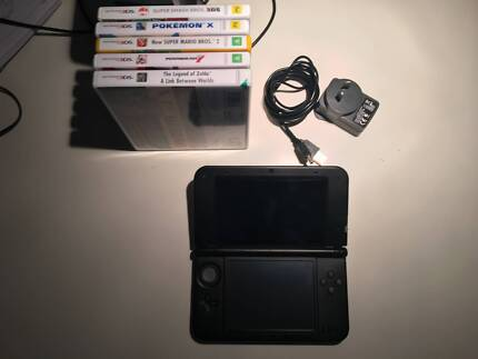 Nintendo 3DS XL + 5 GAMES/CHARGER/2GB SD CARD