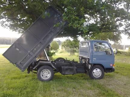 UD Nissan Condor Tip Truck
