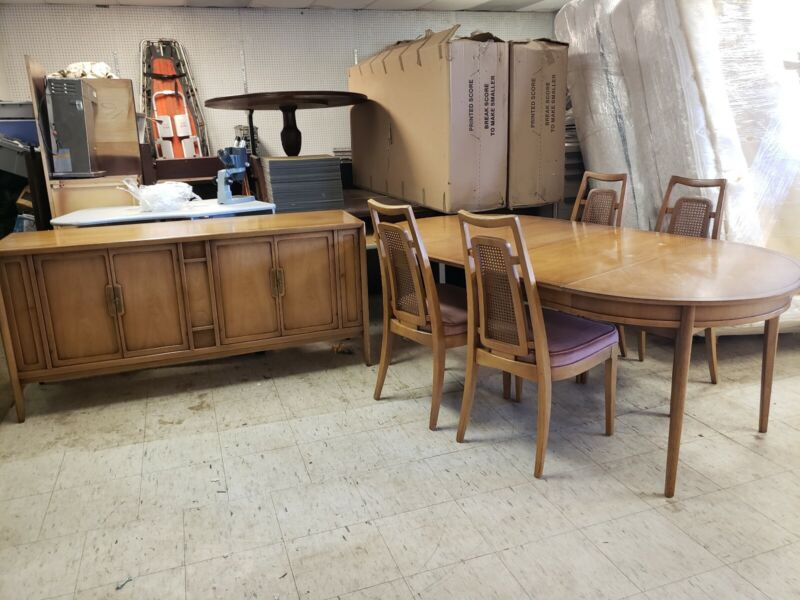 Vintage 1960s DREXEL MERIDIAN COLLECTION BUFFET & DINING TABLE SET