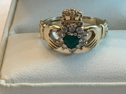 Gorgeous Vintage Gold 10k claddagh ring with emerald heart 2.7 grams