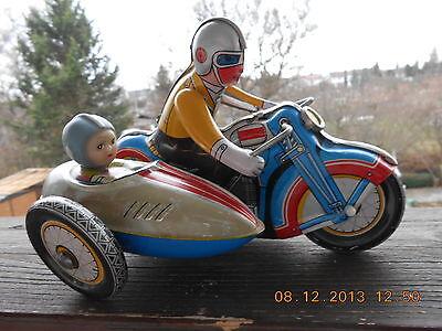 Blech Metall Motorrad mit Fahrer und Beifahrer im Seitenwagen Aufzug Motor alt