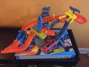 Hot wheel track toy