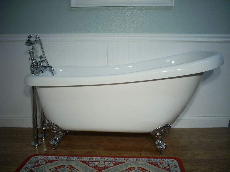 "67""  SLIPPER CLAWFOOT BATHTUB & FAUCET"