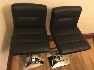 2 Bar Stools in excellent used condition!