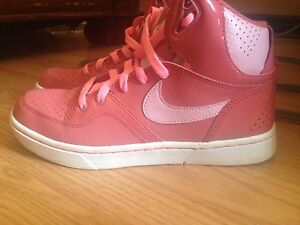 NIKE HIGH TOPS NEW