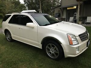 2004 Cadillac SRX  AWD 7 passenger Fully Loaded  V8 SUV