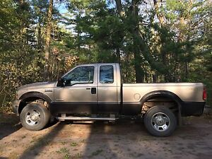 F350 DIESEL SUPERDUTY XLT ....LOW K/M