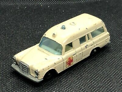 1967 LESNEY MATCHBOX MERCEDES BENZ BINZ AMBULANCE WHITE w BLUE LT