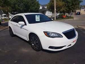 2013 CHRYSLER 200 TOURING- HEATED FRONT SEATS, REMOTE STARTER, S