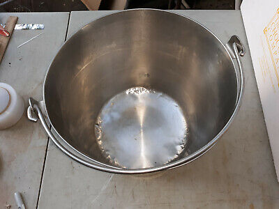 20mm86 Vollrath 5932 Stainless Steel Pail A Little Bit Beat Up On The Bottom