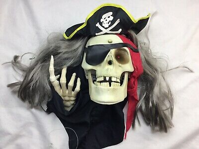 Halloween Talking Skeleton Head (GEMMY ANIMATED HALLOWEEN PIRATE SKELETON TALKING Sensor WALL HEAD)
