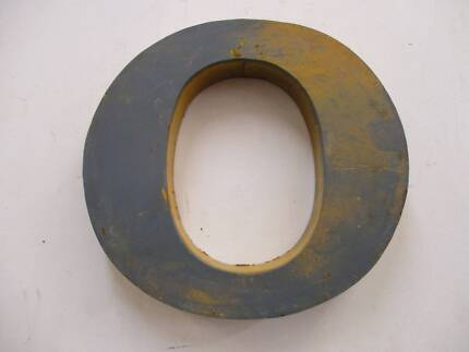 C36019 Industrial Rustic Metal Blue Yellow Letter O Wall Decor