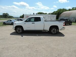 2015 Toyota Tundra SR 5.7L V8 Local One Owner! Factory Power...