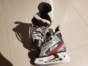 Hockey skates size Y12