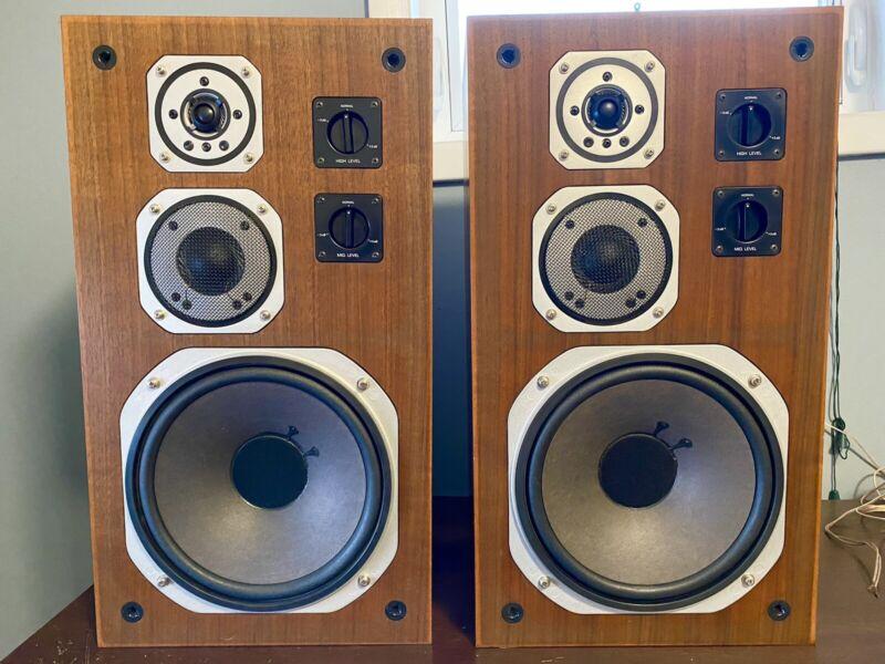 Yamaha NS-670 Speakers, Beautiful Pair