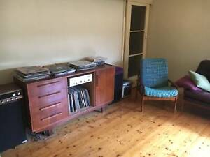Cute Cheap Room for Rent in Thornbury Share house