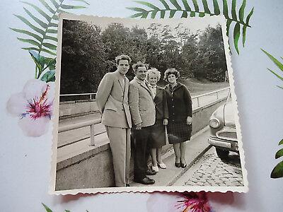 """AUSFLUG"": SW-FOTOGRAFIE, ALTES SW-FOTO, 50/60-er JAHRE, AUTO, FAMILIE, BESUCH!"