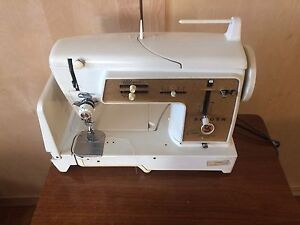 Singer panoramic model 670g sewing machine