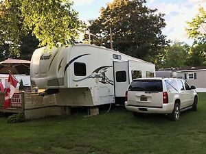 2009 Wildcat 32ft Fifth Wheel trailer for sale !