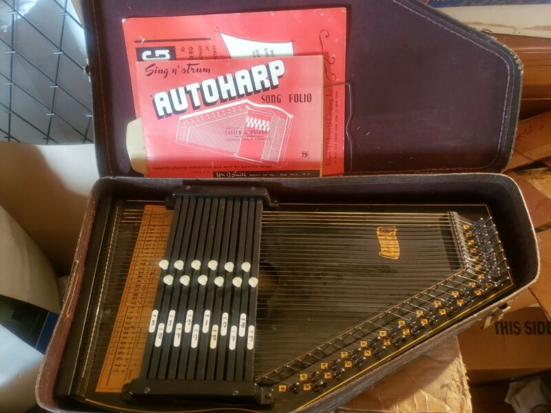 Vintage OSCAR SCHMIDT 36 String AutoHarp With case and sheet music