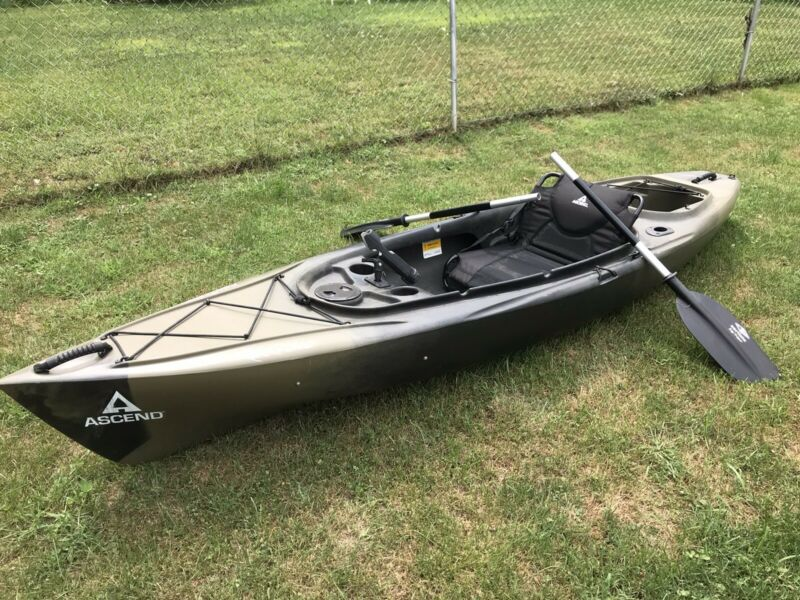 Camo Asend Fishing Kayak 10 Foot Used No Leaks