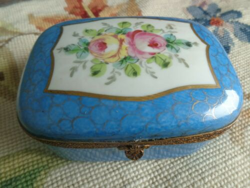 ANTIQUE FRENCH FLORAL PAINTED PINK ROSES PORCELAIN HINGED ORMOLU DRESSER BOX