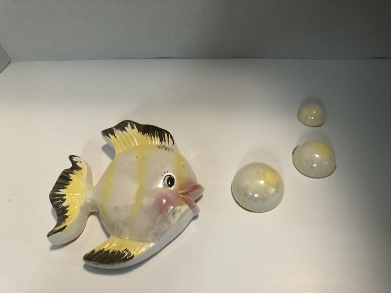 VINTAGE BRADLEY FISH WALL PLAQUE POCKET WITH BUBBLES YELLOW OPALESCENT