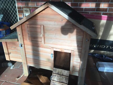 Chicken house/coop with laying box area