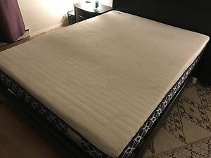 Memory foam mattress topper size Queen in perfect condition