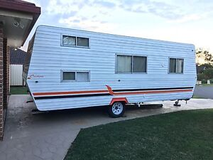 18ft caravan sleep 6, double bed + 2xbunks Bonnells Bay Lake Macquarie Area Preview