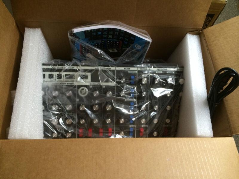 Moog Rack Minimoog Voyager Rme Synthesizer V3.5 /rack Mount/new //armens//