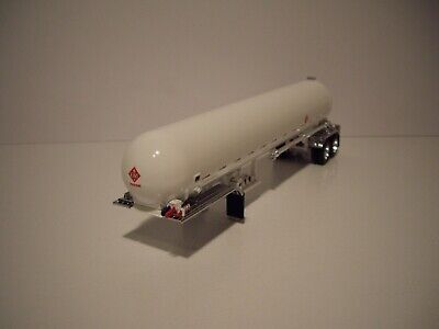 DCP FIRST GEAR 1/64 WHITE MISSISSIPPI LPG TANKER WITH CHROME FENDERS