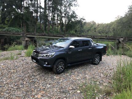 2017 Toyota Hilux SR5 Dual Cab
