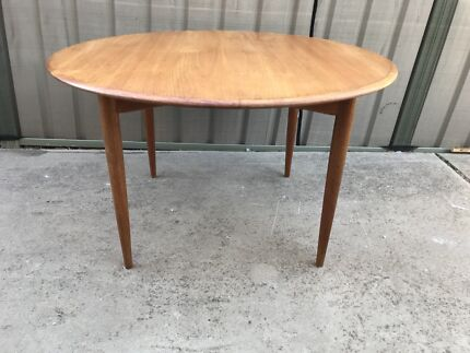 c88909e9810fd ✳️SOLD SOLD SOLD Mid Century Parker Round teak Dining Table✳️