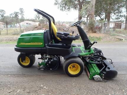 John Deere 2500A Golf Greens mower