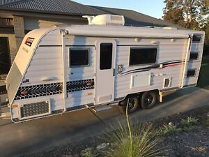 New Age Manta Ray MR19BC Caravan Family Triple Bunks 2014