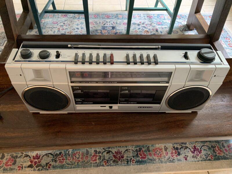 Vintage Sanyo M W210 AM/FM Dual Casette Boombox Speakers Excellent condition