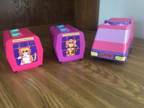 1995 Galoob Pound Puppies Van, 2 Playsets, and 11 Puppies