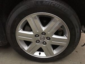 """18"""" rim and tire from 2005 Chrysler 300  Cambridge Kitchener Area image 4"""
