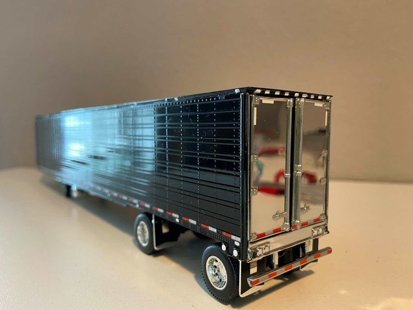 BLACK & CHROME SPREAD AXLE DCP 1/64 53' UTILITY TRAILER W/ NEW CARRIER REEFER 1