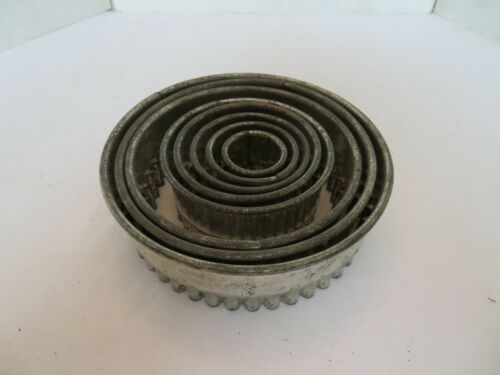 Antique Round Tin Cookie Cutters Crimped Scallop Fluted Edge 8 Graduated Sizes