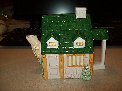 RARE VINTAGE ACTION HOUSE CHRISTMAS COTTAGE TEAPOT PRISTINE CONDITION!!!