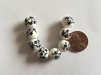 26 pc Delightlful White w Black Flower Print 11-12mm Round Porcelain Glass Beads