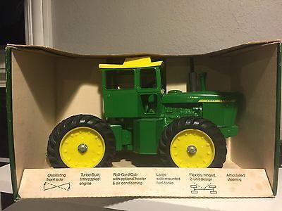 VINTAGE JOHN DEERE 7520 TRACTOR NEW IN BOX! RARE FARM TOYS ERTL