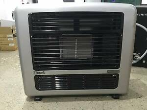Shop Soiled Rinnai Titan 151 Silver Nat. Gas Heater Signs of Wear Caringbah Sutherland Area Preview