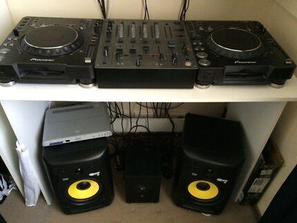 Pioneer dj decks & speakers