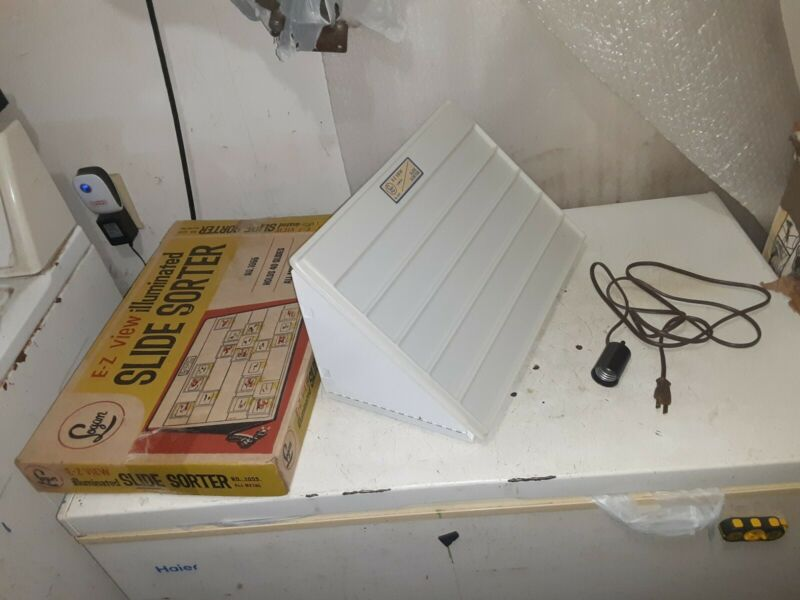 Vintage Logan E-Z View Illuminated Slide Sorter Model 1055 Electric 40 Slides